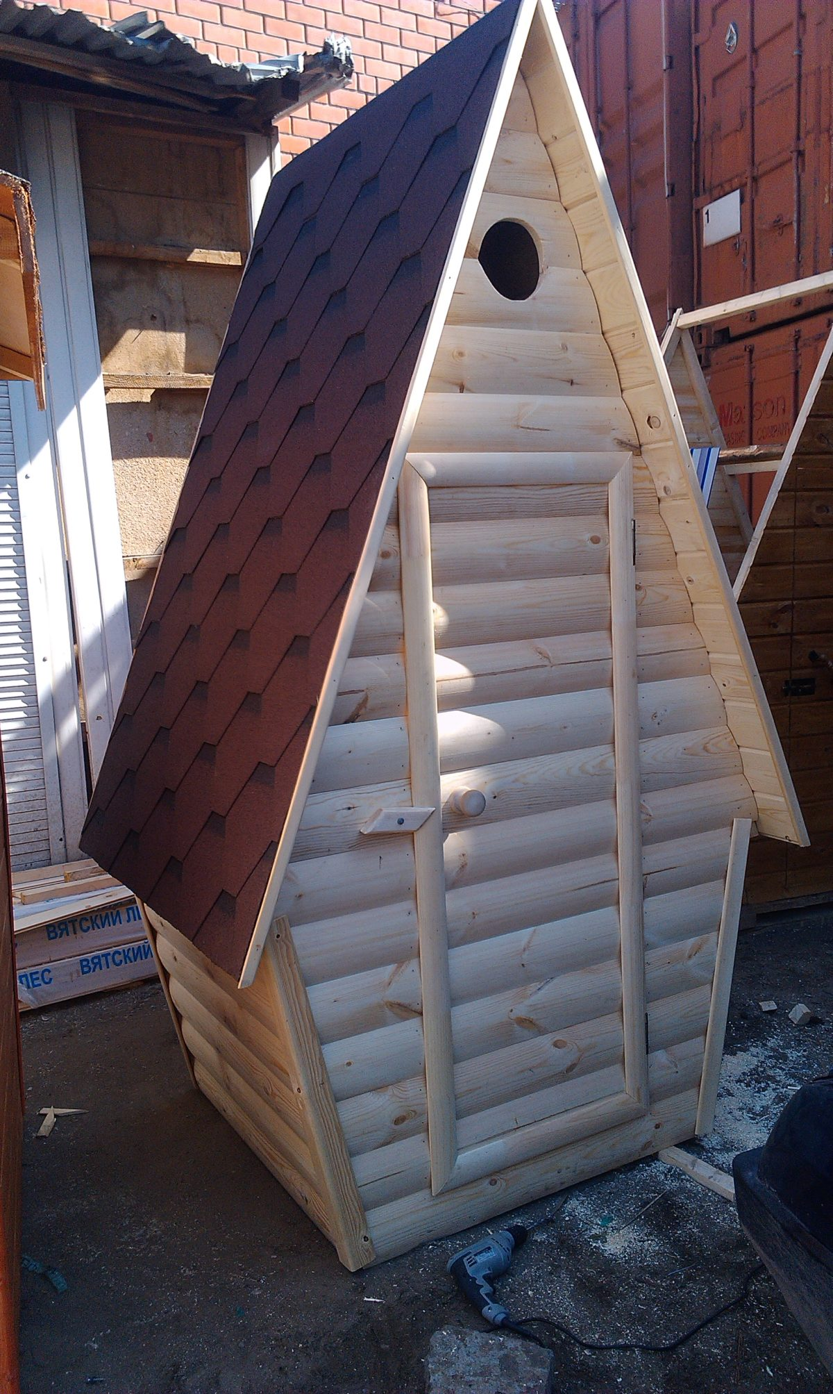 Туалет дачный деревянный Сказка К-11 №4 1.0х1.3х2.6  м