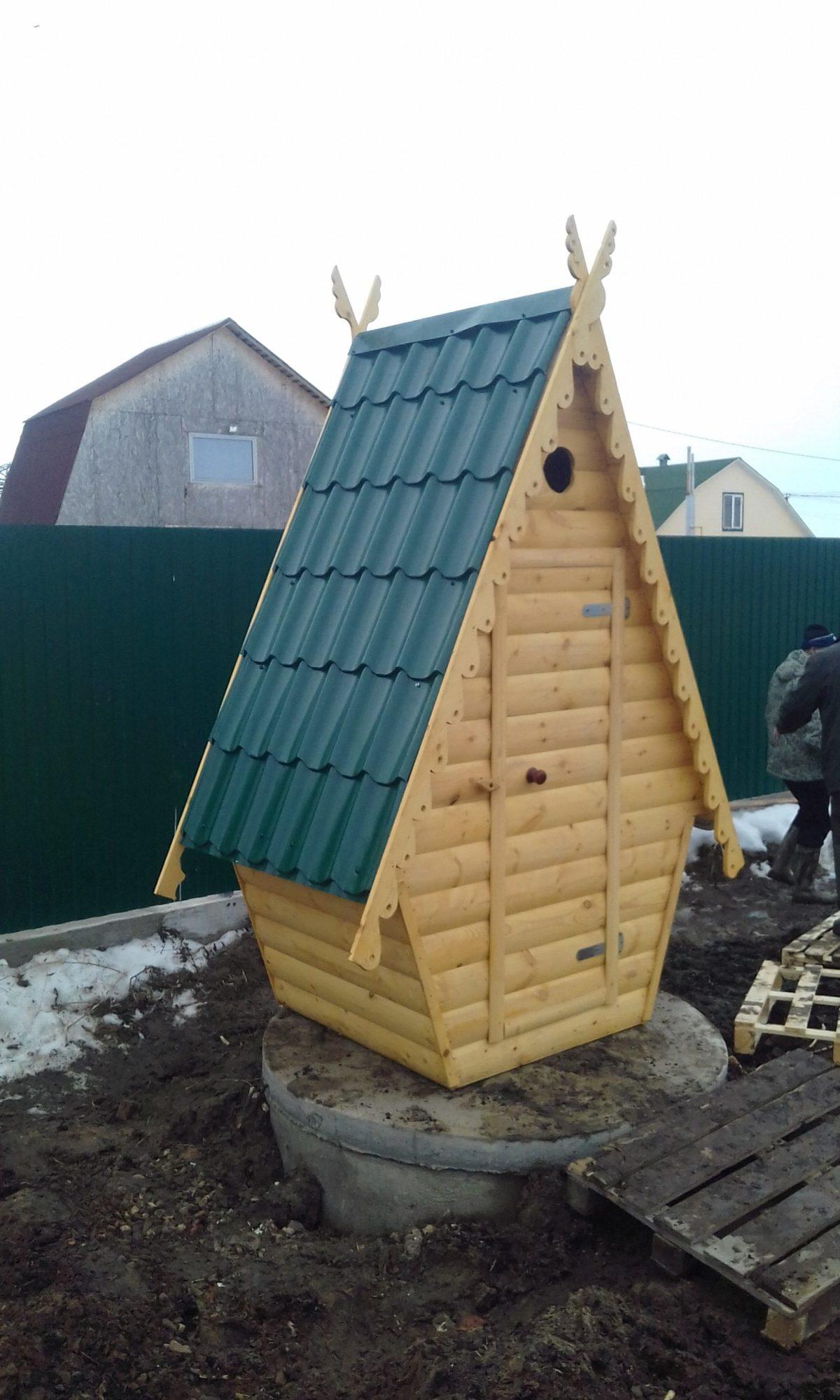 Туалет дачный деревянный Сказка К-16 №1 1.0х1.0х2.6 м