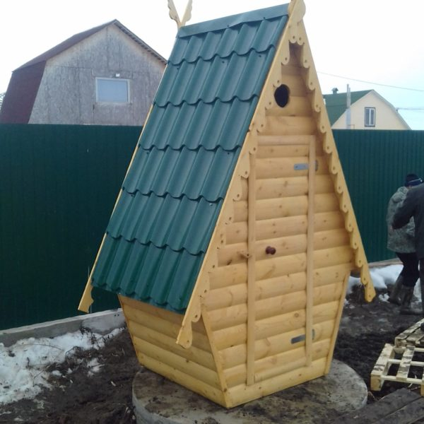 Туалет дачный деревянный Сказка К-16 №6 1.5х1.5х2.7 м